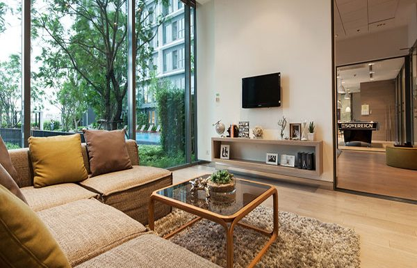 Ideo-Mobi-Sukhumvit-Bangkok-condo-for-sale-living-room