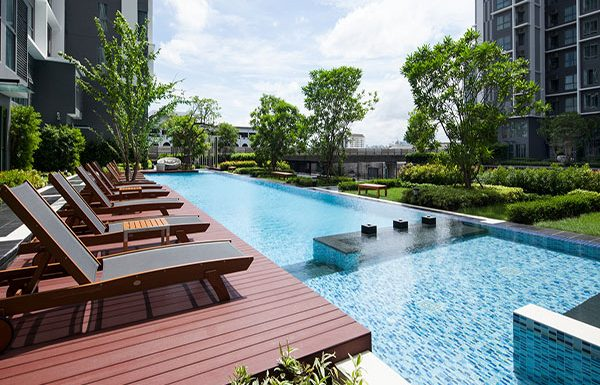 Ideo-Mobi-Sukhumvit-Bangkok-condo-for-sale-swimming-pool-2
